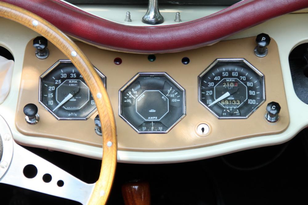 Armaturenbrett oldtimer  Armaturenbrett des MG TF (1953) Foto & Bild | autos & zweiräder ...