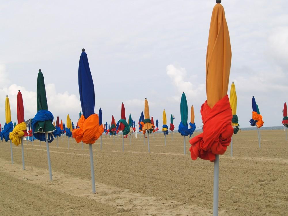 "Armée de parasols ""au repos"""