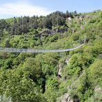 Armenien: Hängebrücke nahe des Höhlendorfes Khndzoresk