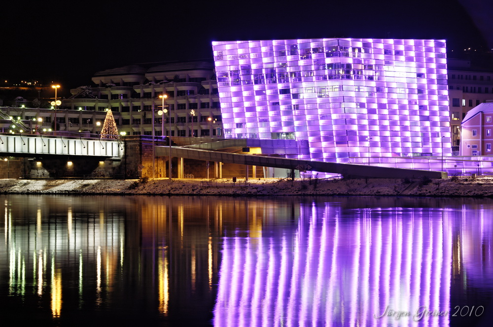 Ars Electronica Center bei Nacht