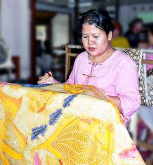 Artiste sur tissu batik