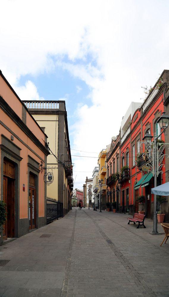 Arucas - Nebenstraße am Platz vor der Kirche