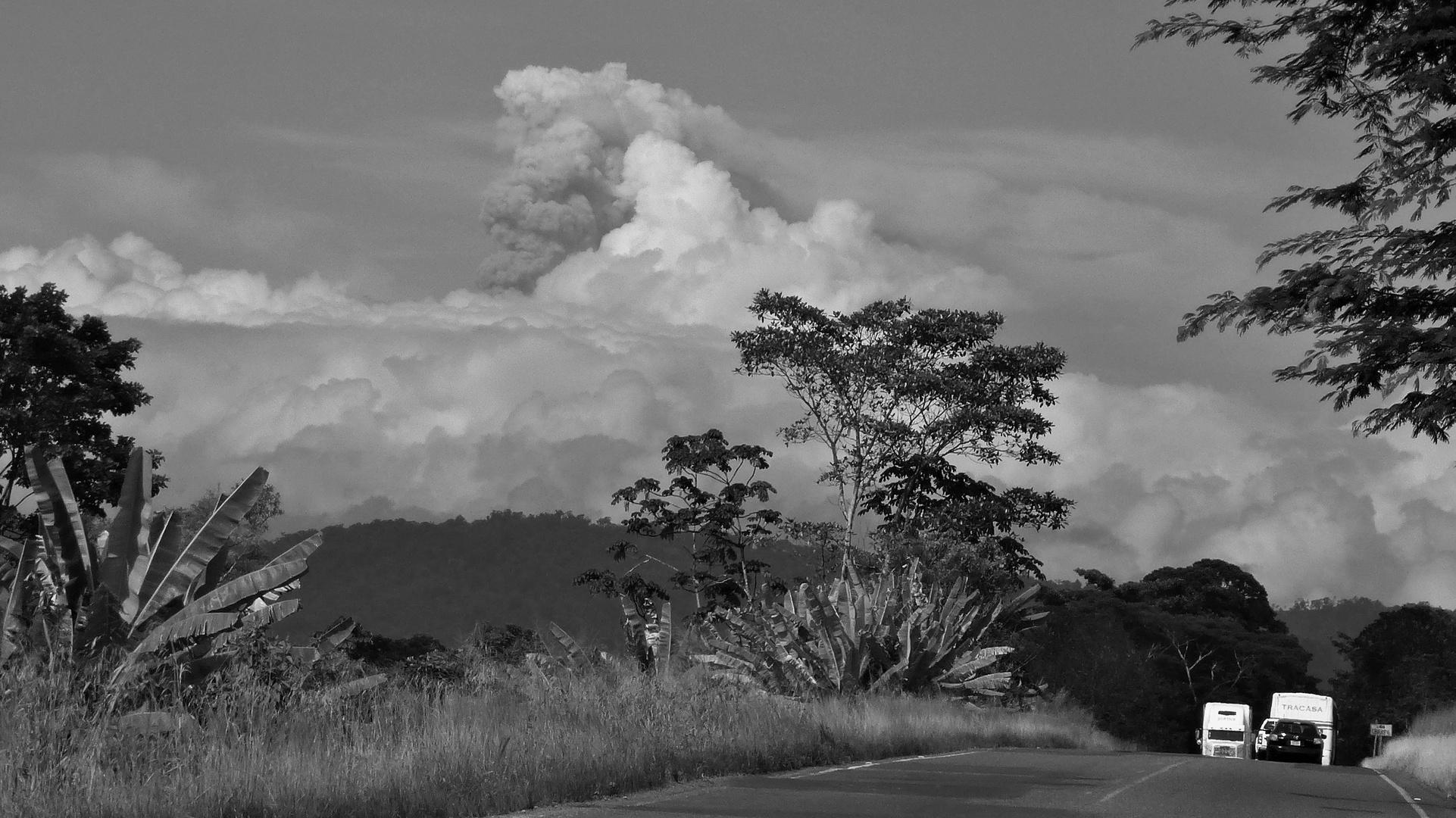 Aschewolke am 31.10.2014 über dem Vulkan Turrialba, Costa Rica