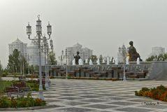 Aschgabat - Brunnenanlage mit Statuen im Zentrum