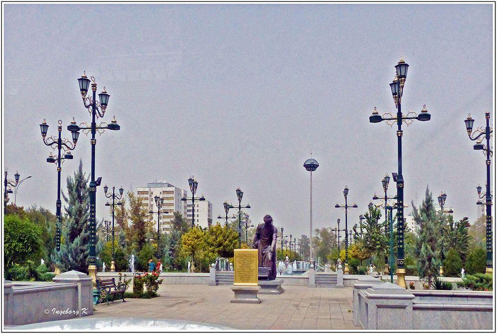 Aschgabat - Platz mit einem Wissenschaftler -  Al Choresmi