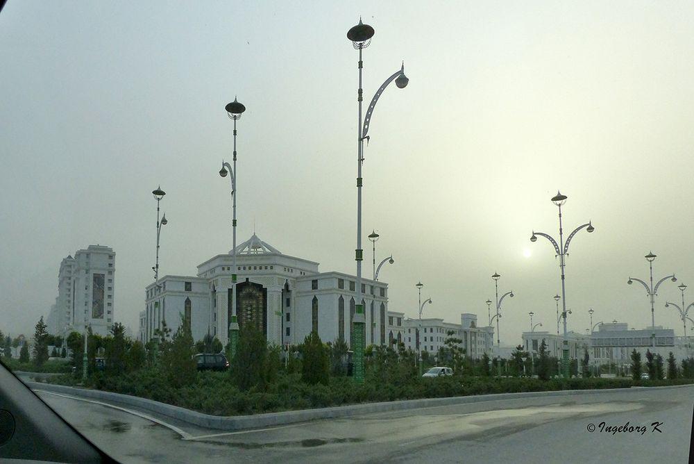 Aschgabat - Stadtbild-bei-Sandsturm