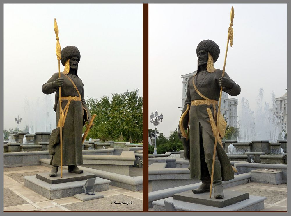 Aschgabat   Statuen vor dem Palast