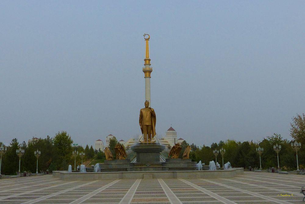 """Aschgabat - Verherrlichung des """"Turkmenbashi"""" des Ministerpräsidenten"""