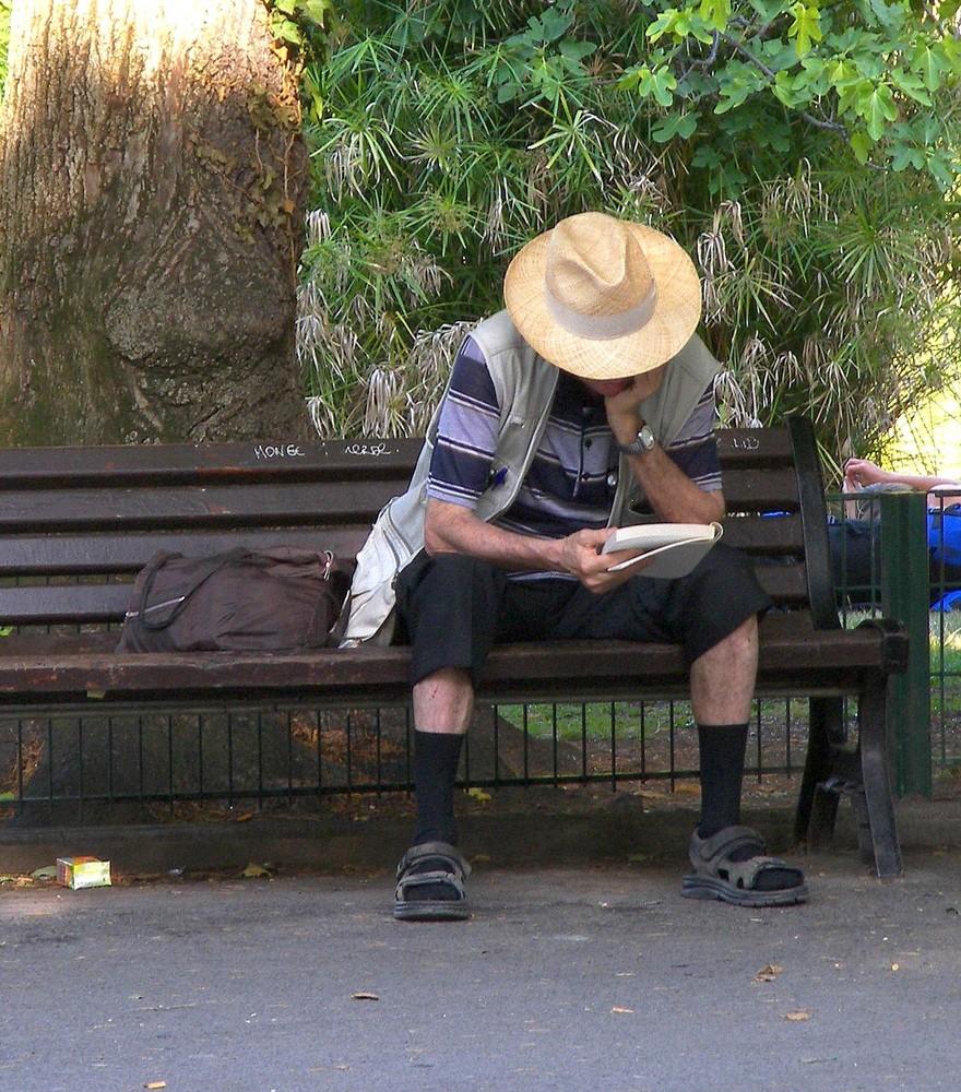 Assis sur un banc