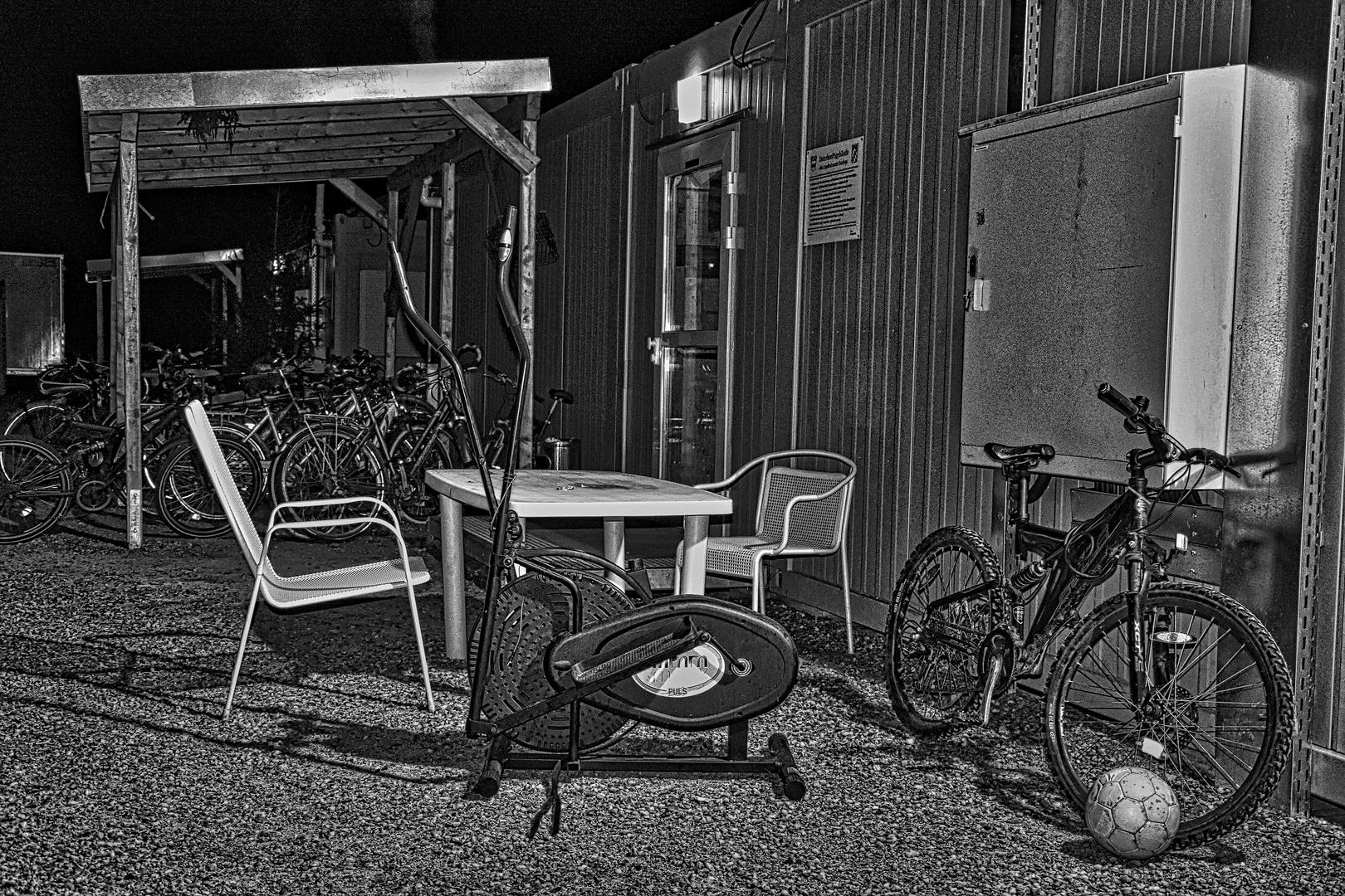 Asylunterkunft bei Nacht