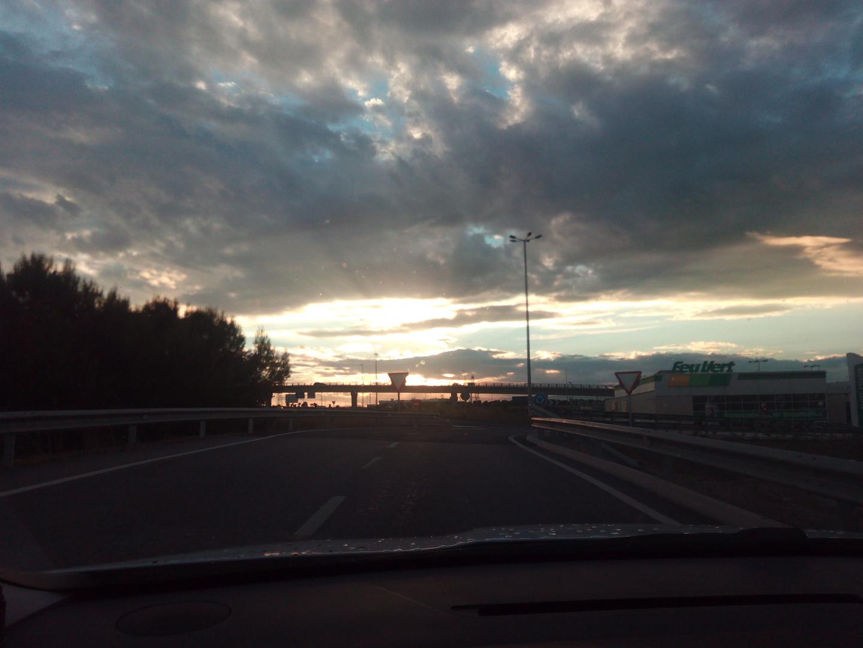 Atardecer en carretera