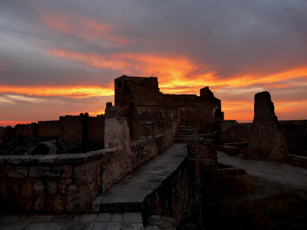 Atardecer en el Castillo de Gormaz, Soria.