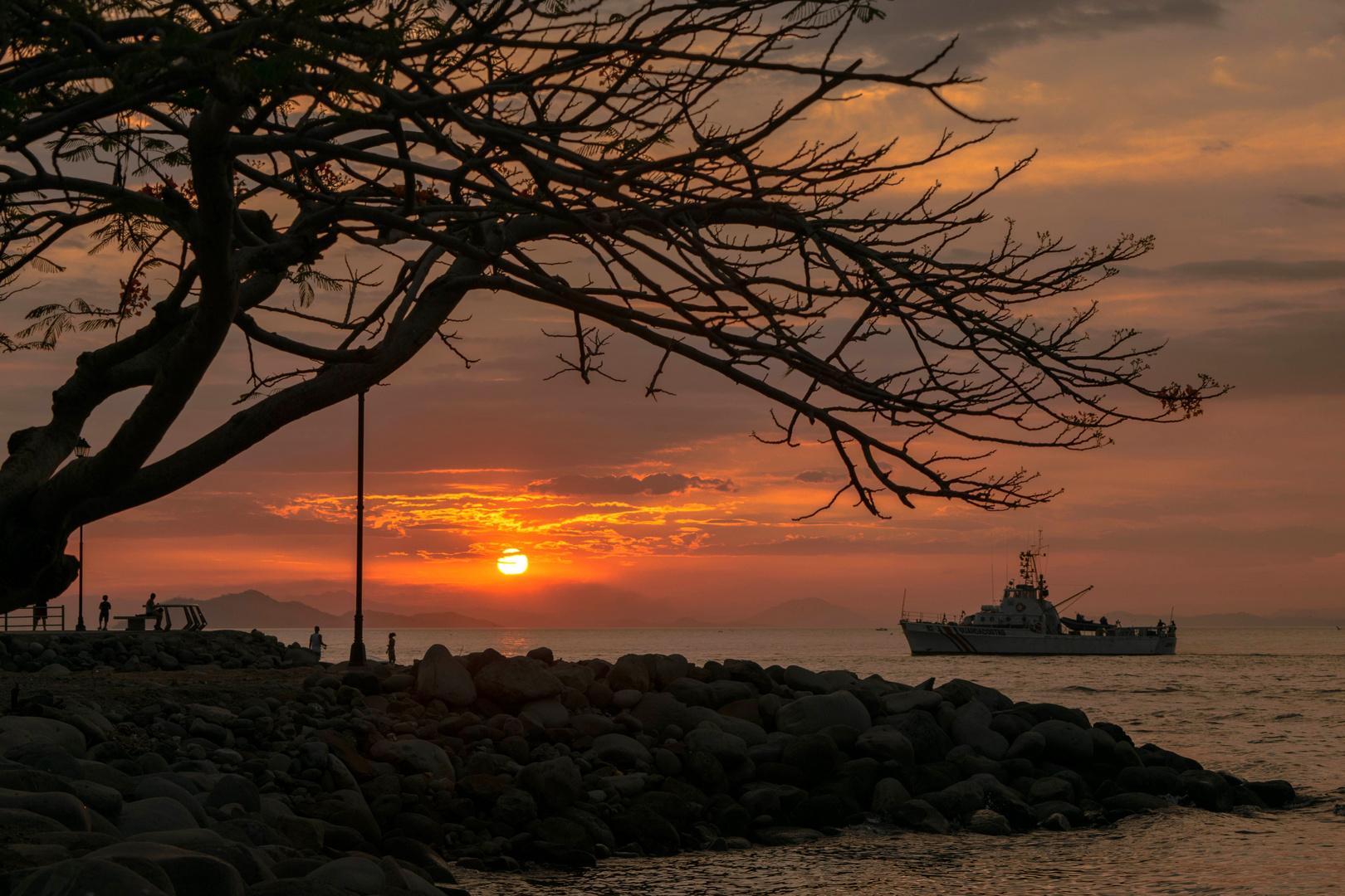 Atardecer en el estero de Puntarenas