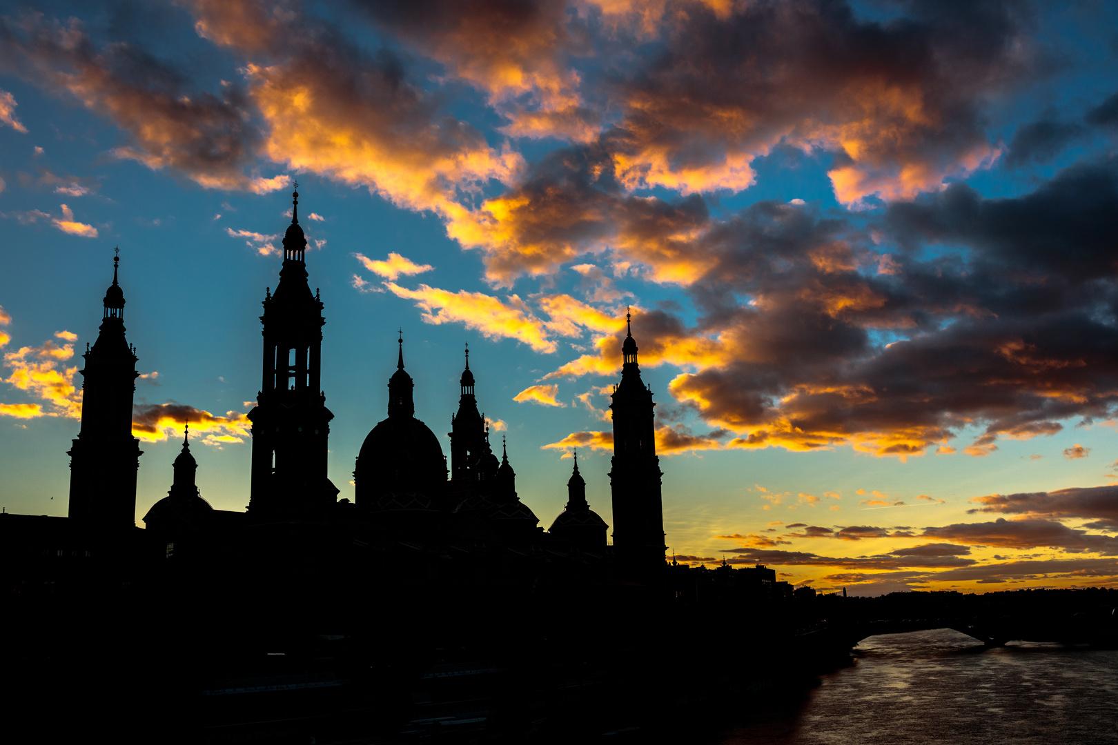 atardecer en la basilica del Pilar, Zaragoza