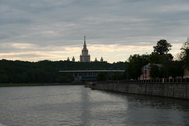 Atardecer moscovita, al fondo emerge la Universidad de Moscú