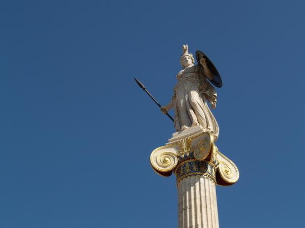 Athéna, devant la bibliothèque nationale à Athènes