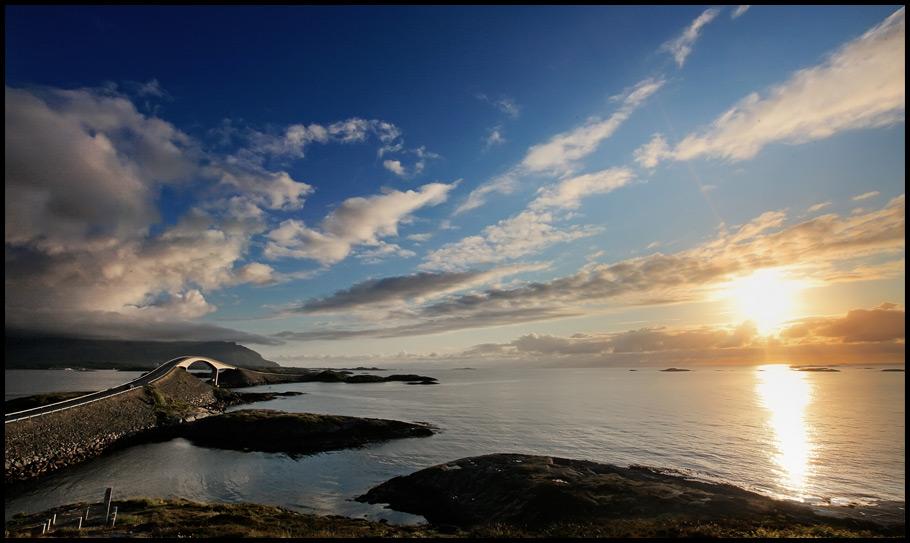 Atlantikstrasse im Sonnenuntergang