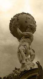 Atlas im Schloss Linderhof bei Oberammergau