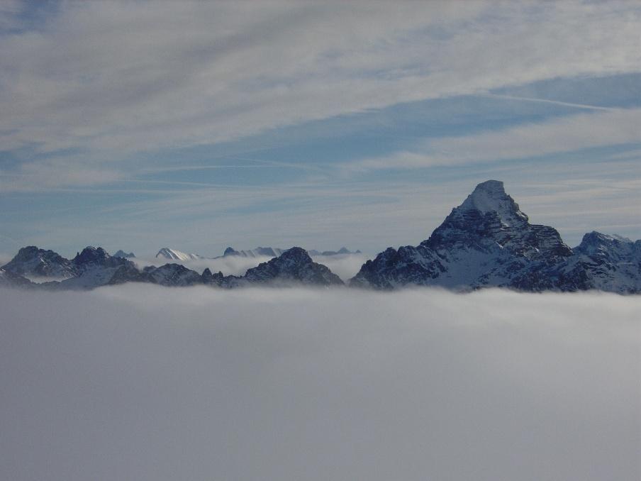 """Atoll"" im Nebel"