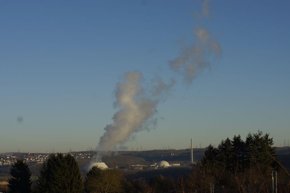 Atomkraftwerk Neckarwestheim in der Abendsonne