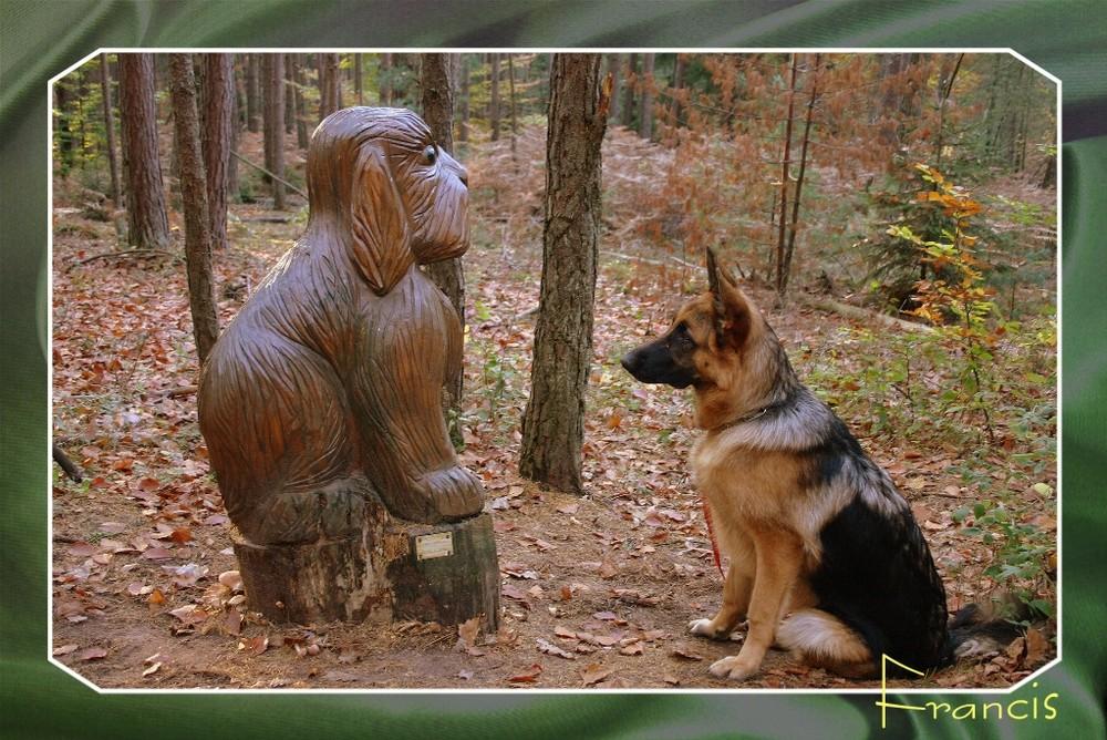 Atos devant Mémorial ciseler dans du bois