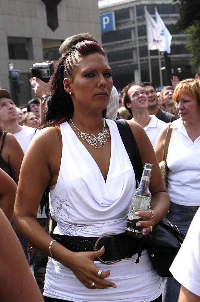 attraktive Besucherin der Loveparade