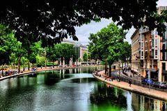 Au canal Saint-Martin...