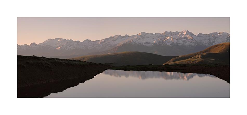 Au loin, le massif de l'Aneto