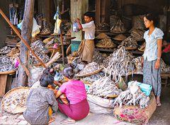 Au marché de Monywa