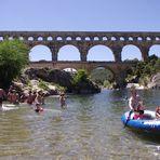 Au pied du Pont du Gard ....