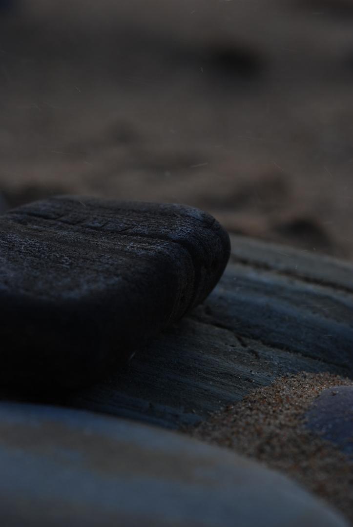 """""""Auch aus Steinen, die dir in den Weg gelegt werden, kannst du etwas Schönes bauen."""" Erich Kästner"""