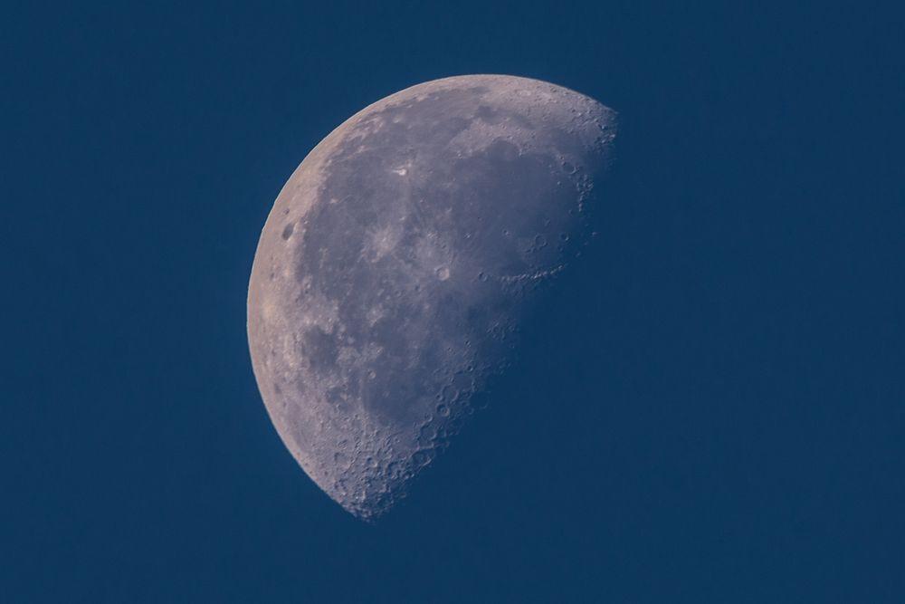 Auch der Mond geht mit 600 mm Brennweite