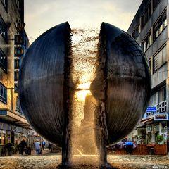 """Auch diese Skulptur heißt: """"Kein Trinkwasser!"""""""