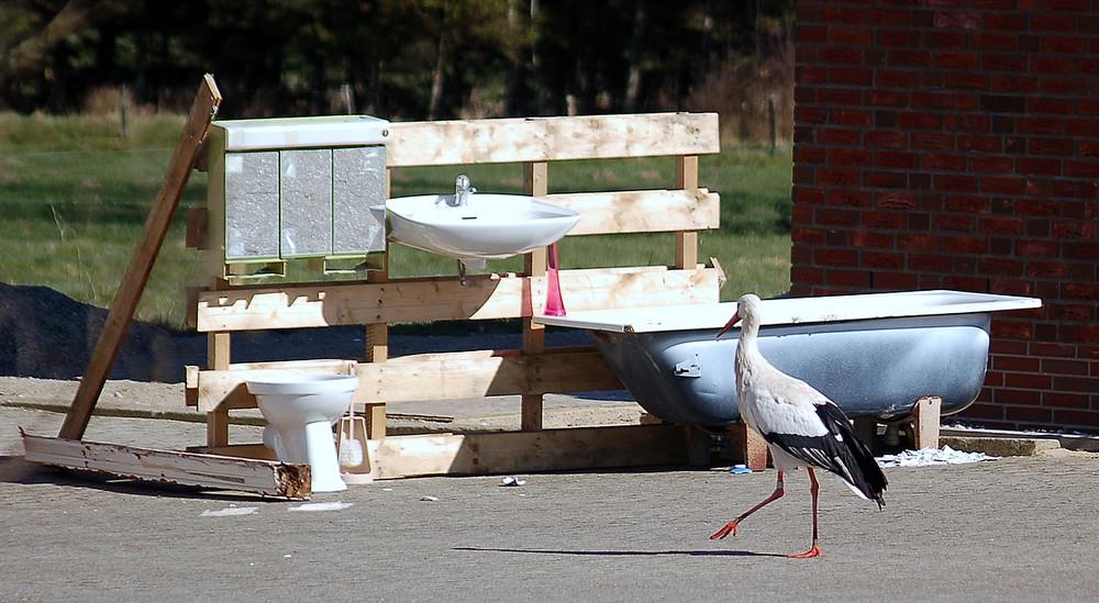 Auch für die Klo-Bürste ist gesorgt. Storchenparadies Bergenhusen