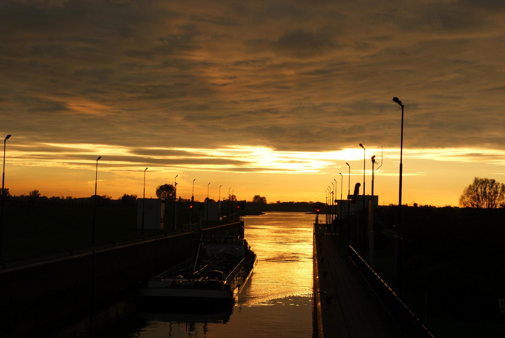 Auch Hier Geht Sie Sonne Unter Foto Bild Sonnenuntergänge