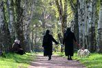 Auch Nonnen . . .