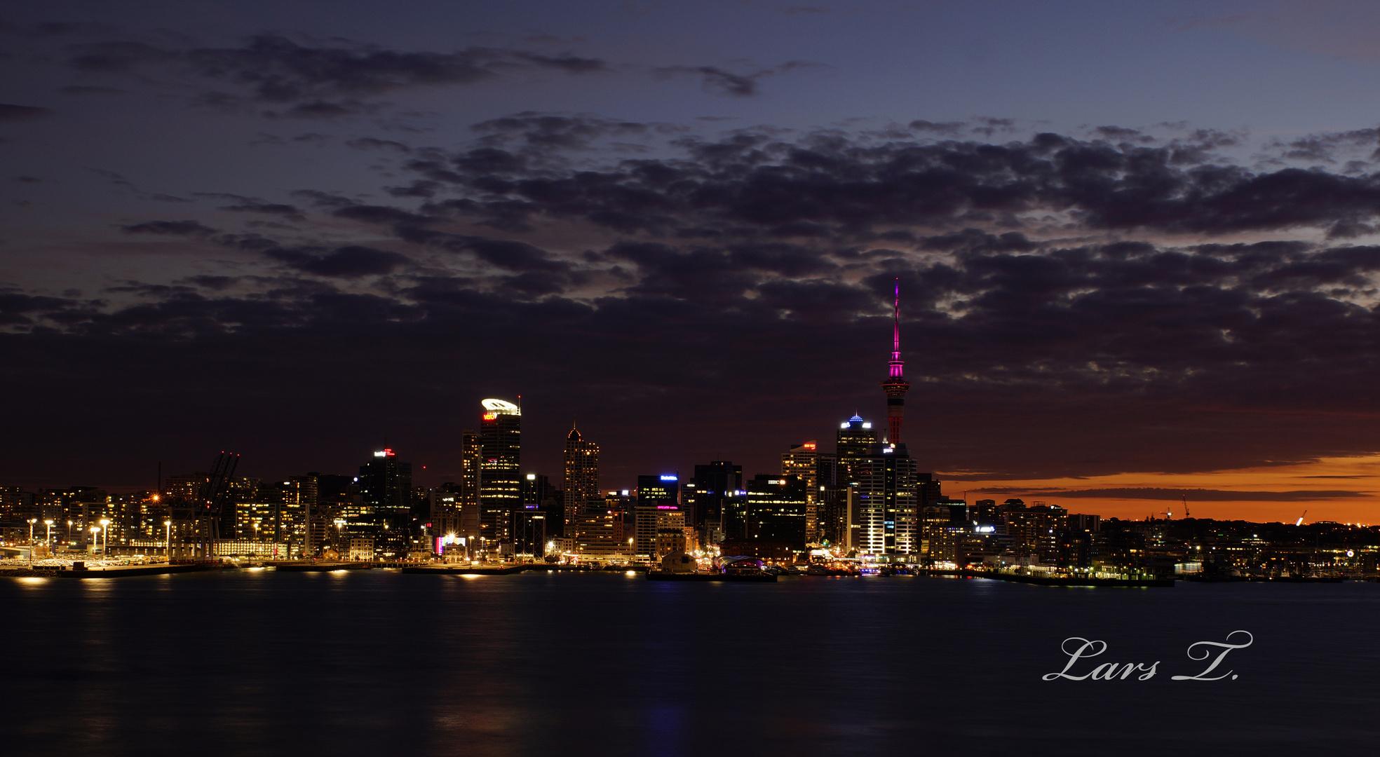 Auckland in der Abenddämmerung