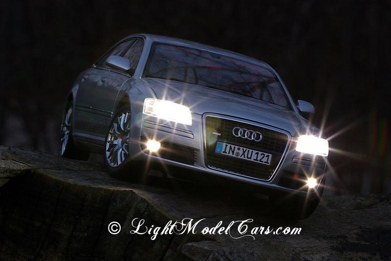 Audi A8 in 1:18