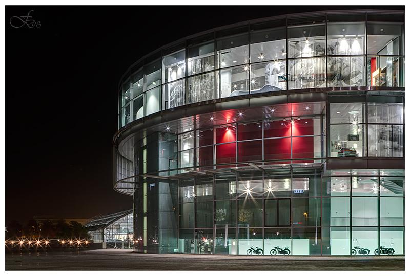 Audi Forum Nachts