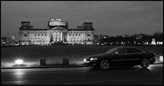 Audi S8 am mit Reichstag