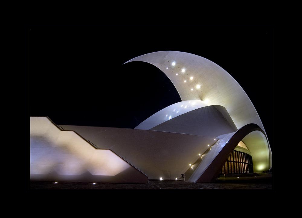 Auditorio de Tenerife nach Einbruch der Dunkelheit