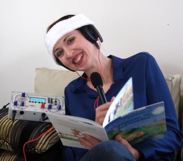 Audiva-HWT-praxis-Kopfhoerer-stirnband-mikro-buch-lachen-Nicole