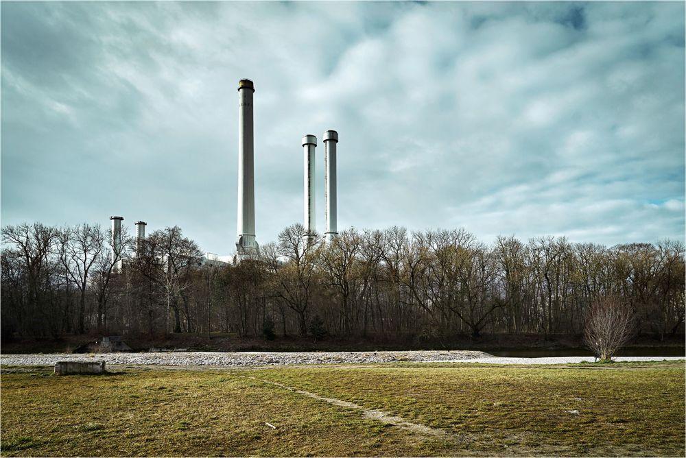 Auenwald mit Heizkraftwerk