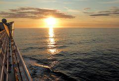 Auf AIDA dem Sonnenuntergang entgegen