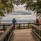 Auf dem dänischen Kreidekliff mit Blick auf die ruhige Ostsee