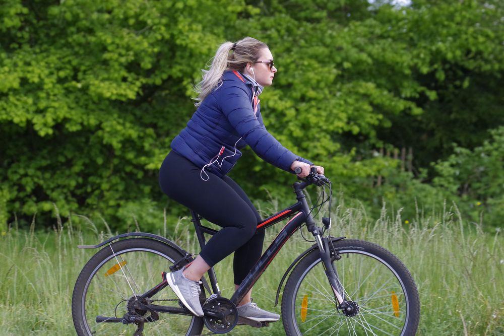 Auf dem Fahrrad Foto & Bild   erwachsene