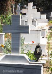 Auf dem Friedhof von Aghios Nikitas