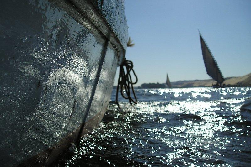 ...auf dem Nil, eine handbreit über dem Wasser...