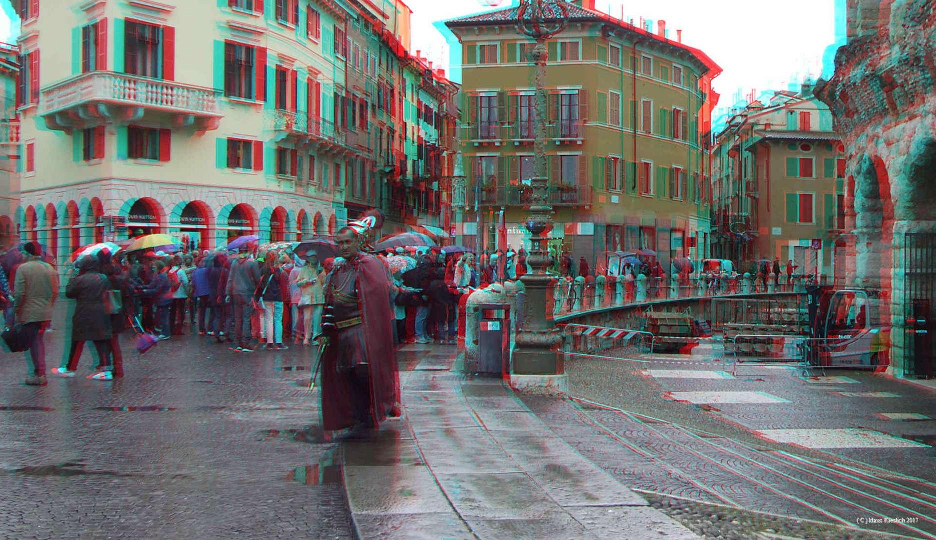 Auf dem Piazza Bra vor der Arena in Verona