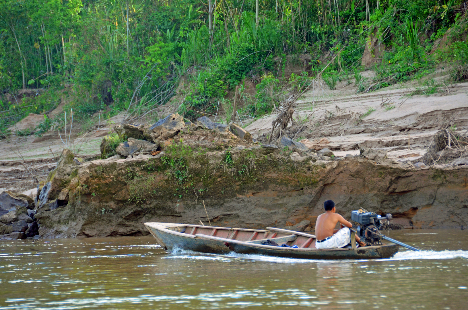 Auf dem Rio Tambopata im Regenwald von Peru
